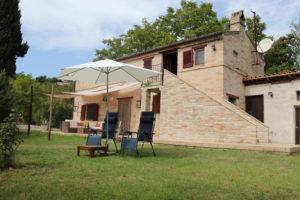 Relaxen in de tuin met mooi uitzicht | Vakantiewoning Casa Cipresse