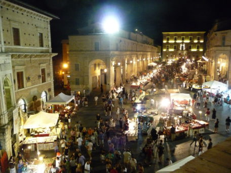 Antiekmarkt in Fermo | Vakantiewoning Casa Cipresse